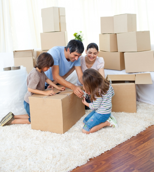 3663615-animated-family-packing-boxes